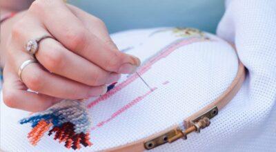 Ponto cruz: aprenda o bordado que está voltando à moda