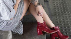 Como compor um look poderoso usando bota vermelha