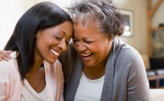Ciência confirma: quanto mais tempo você passar com a sua mãe, mais ela viverá