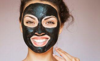 Como fazer uma máscara de carvão ativado caseira para acabar com os cravos