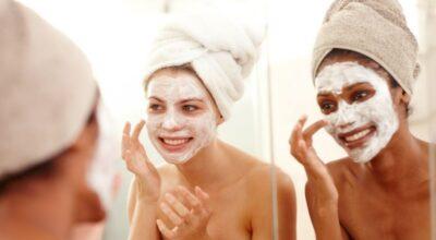 4 receitas caseiras para remover a acne e hidratar o rosto