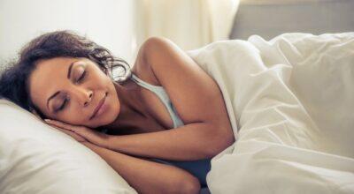 Ciência alerta: mulheres precisam de 20 minutos de sono a mais que os homens