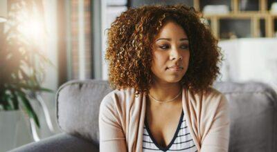 Depressão pós-parto: psicóloga explica sintomas, causas e tratamentos