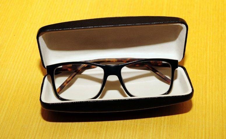 a09c47d414d34 Como limpar óculos de grau  9 truques para limpar sem danificar a lente