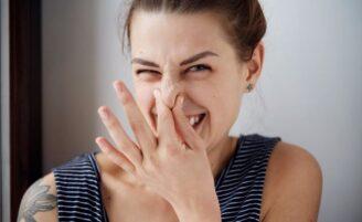 5 odores corporais que podem indicar problemas de saúde