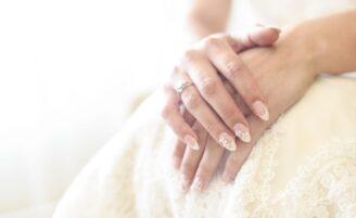 20 unhas de noivas delicadas e incríveis para você se inspirar