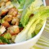 19 receitas de Salada Caesar que vão te conquistar pela crocância e sabor