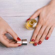 Azeite nas cutículas: aprenda a fazer uma hidratação caseira nas suas unhas