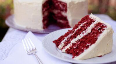 23 receitas de bolo red velvet que são tão gostosos quanto lindos