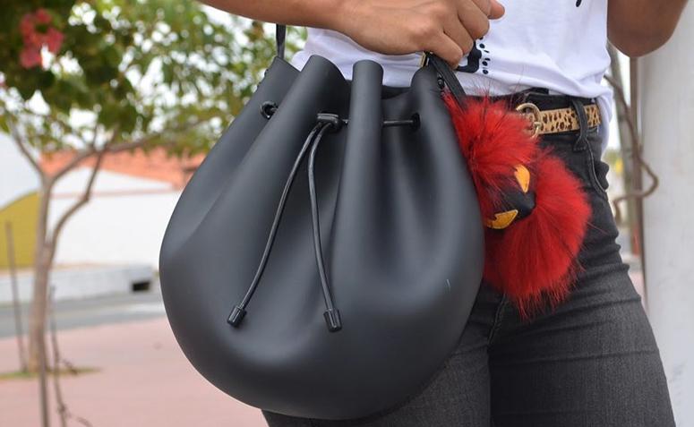 30c4a1f5d8272 Bolsa saco  o modelo perfeito para quem busca praticidade e estilo