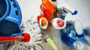8 dicas e passo a passo para uma limpeza de banheiro completa