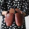 Sapato Mule: saiba como incluí-lo em um visual cheio de atitude