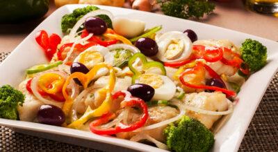 20 saladas de bacalhau para surpreender nas festas de final de ano