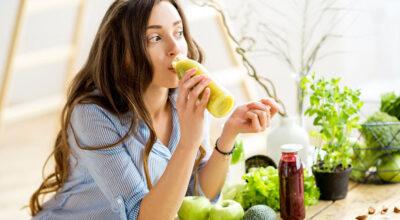 10 smoothies naturais com poder antienvelhecimento