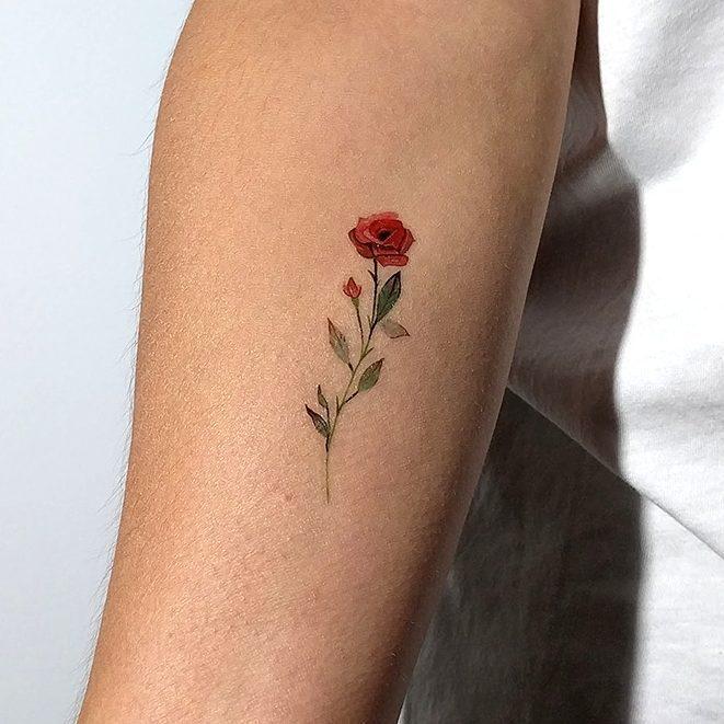 tatuagens pequenas nos pes