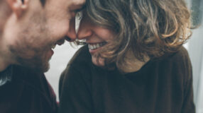 5 coisas desnecessárias (e chatas) que você nunca deve falar para recém-casados