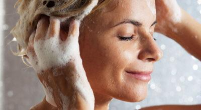Dermatologista aponta as 9 piores coisas que você pode fazer com seu cabelo