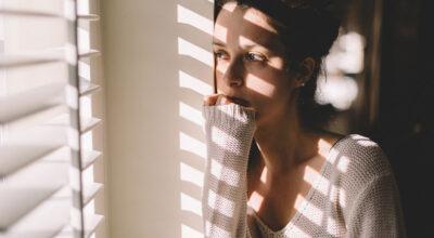 7 sintomas físicos da ansiedade que podem surgir sem que você perceba