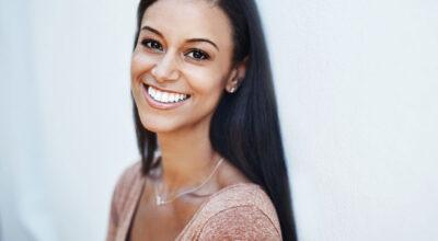 7 tutoriais de alisamentos naturais para ter cabelos lisos sem química