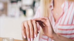 7 formas naturais de clarear as manchas das mãos