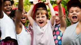 Gincana: jogos, brincadeiras e gritos de guerra para crianças e adultos