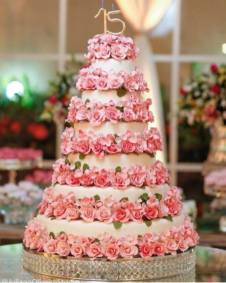 Bolo de 15 anos tipos dicas e fotos lindas para acertar na escolha comeando por este bolo romntico mas nada bsico thecheapjerseys Choice Image