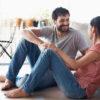 """As 5 linguagens do amor: demonstrar que ama alguém vai além de dizer """"eu te amo"""""""