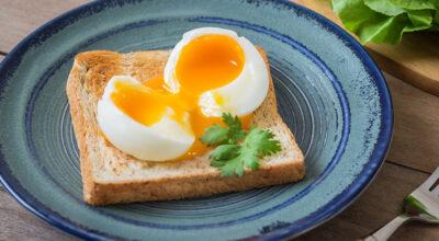 Comer ovo com gema mole é perigoso? Nutricionista esclarece essa dúvida