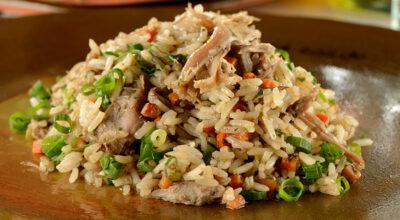 12 receitas de arroz carreteiro para uma refeição prática e saborosa