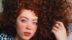 Cabelos cacheados: os melhores penteados e cuidados especiais