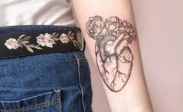 Tatuagens femininas no antebraço Coração