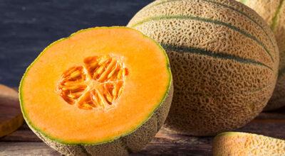 Melão cantaloupe: 6 benefícios que fazem essa fruta merecer sua atenção