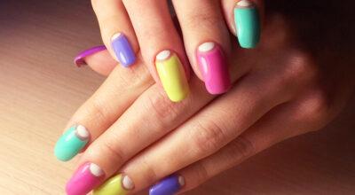Unhas multicoloridas: você usaria a tendência do momento?