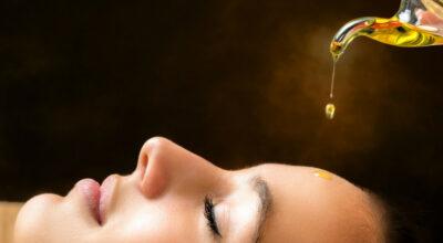 Como usar óleo de limpeza facial e os benefícios que essa técnica oferece