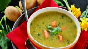 19 receitas de sopa de frango para aquecer suas refeições