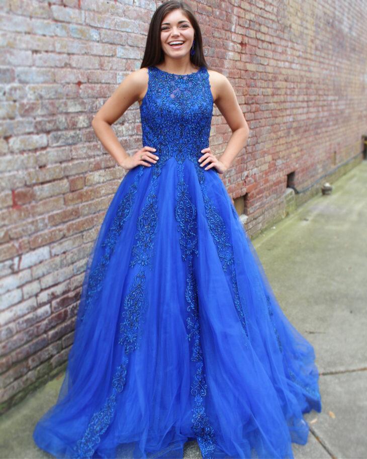 Vestido azul royal  60 fotos com a peça para abraçar essa tendência 5a23309629175