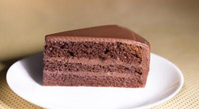 Bolo mousse de chocolate: 17 receitas que unem duas ótimas sobremesas