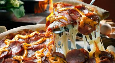 9 receitas de pizza de calabresa que vão conquistar o seu paladar