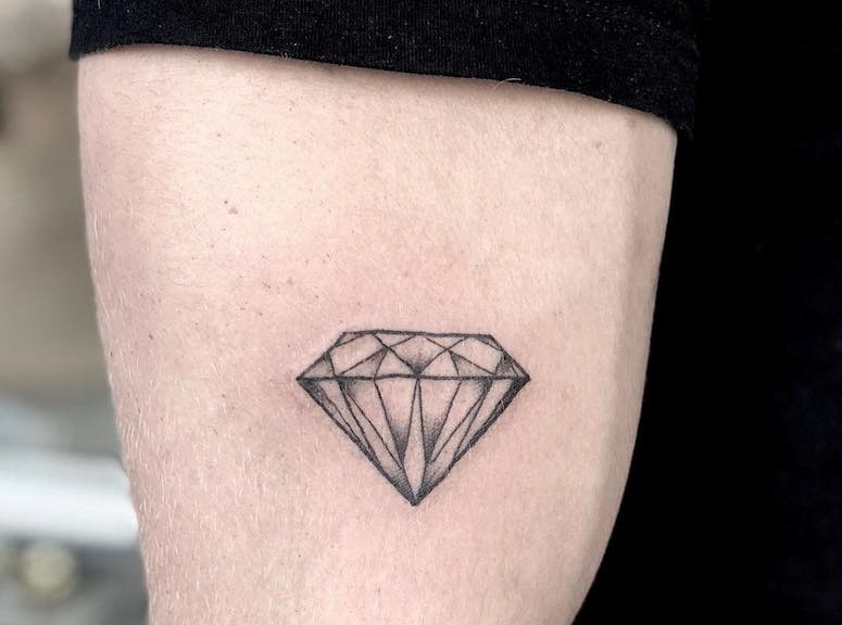 Tatuagem De Diamante 80 Imagens Para Te Inspirar A Escolher A Sua