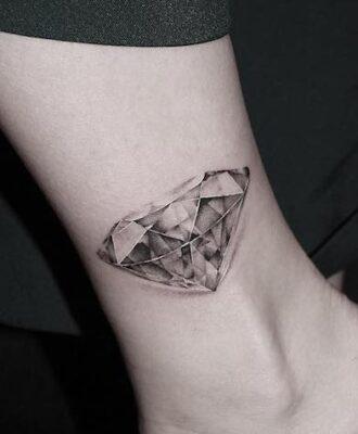 Tatuagem de diamante: 80 imagens para te inspirar a escolher a sua