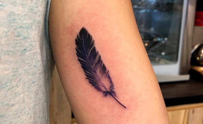 Tatuagem De Pena 90 Artes Incríveis Para Você Se Inspirar