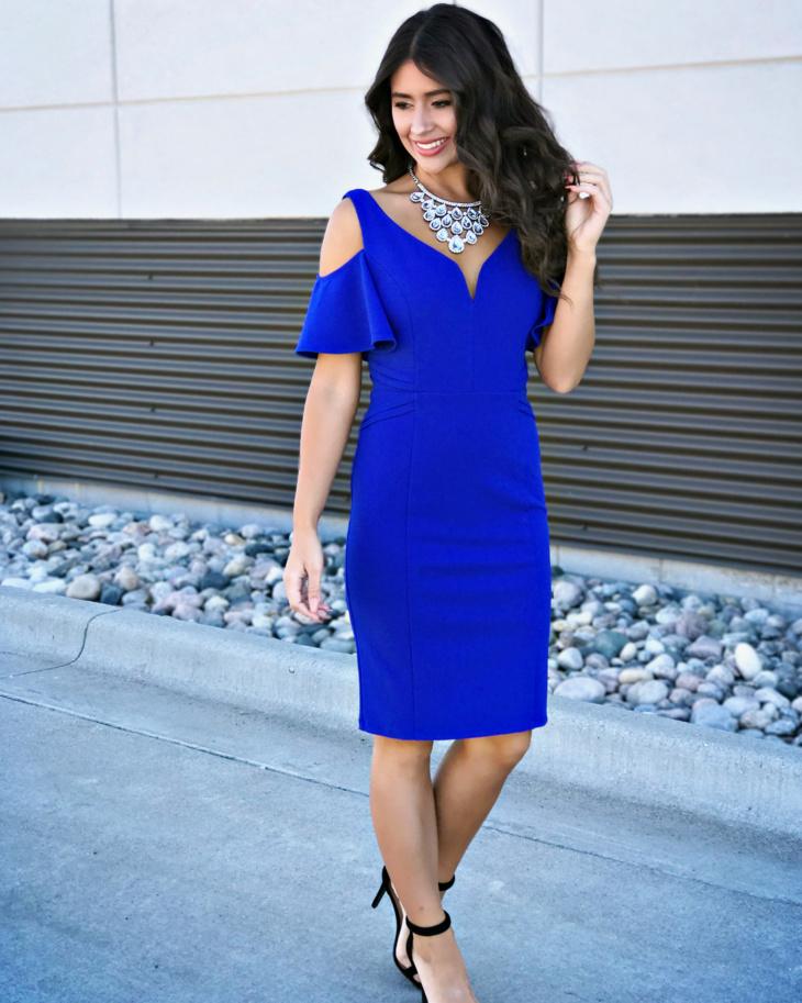 Vestido azul royal curto como usar