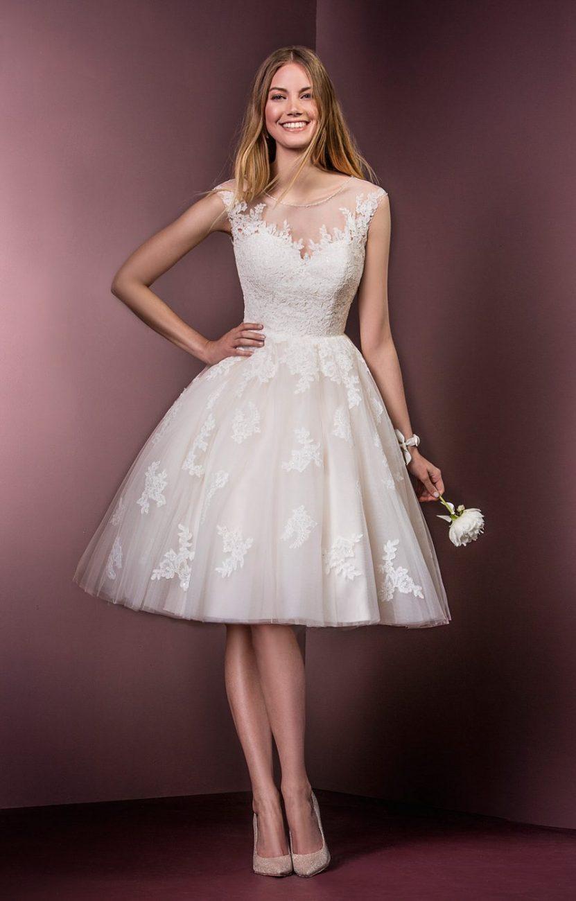 Poucos vestidos de noiva conseguem mesclar tão bem o clássico e o moderno quanto esse.