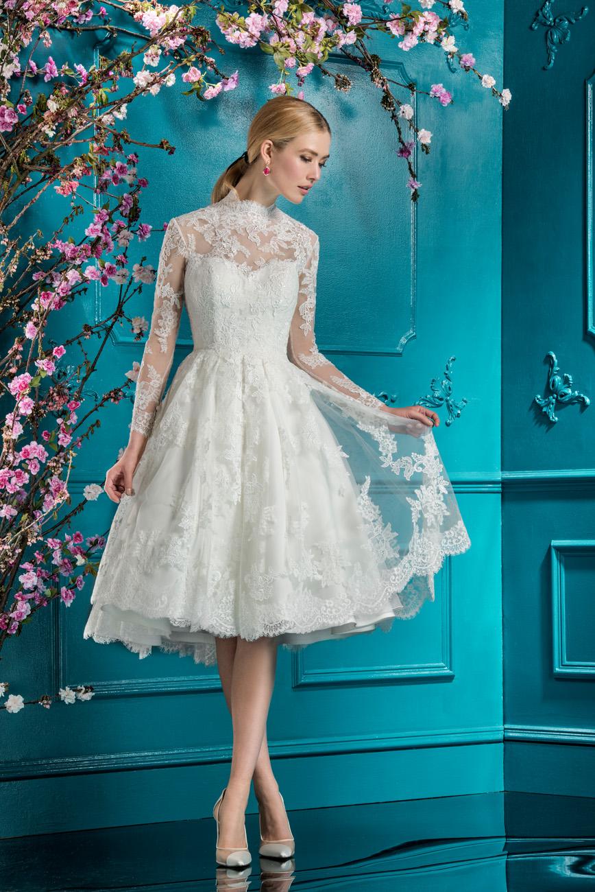É delicadeza que você quer? Olha esse modelo aqui! O vestido de noiva curto pode ter todo charme, delicadeza e feminilidade.