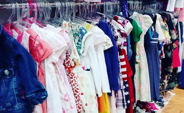 5cf39580d32 Brechó online  15 opções para praticar a moda consciente