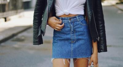 Saia jeans de cintura alta: 50 combinações com essa peça atemporal
