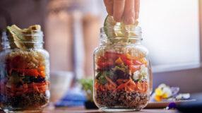 Salada no pote: 15 receitas diferentes para uma rotina mais leve