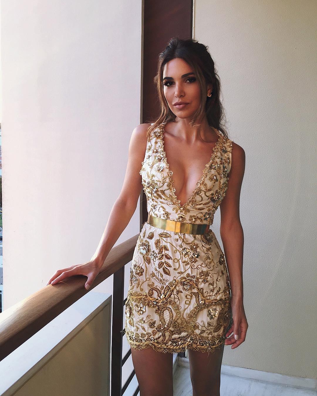 c3b3d05d371 Vestido dourado: 60 modelos para brilhar e arrasar em todas as ocasiões