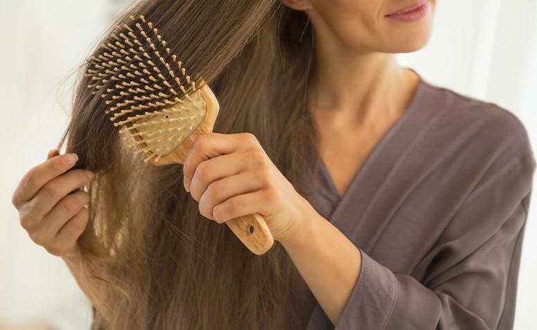 Resultado de imagem para queda de cabelos em idosos