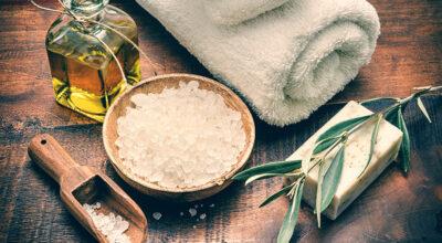Sais de banho: veja seus benefícios e confira dicas para um banho relaxante